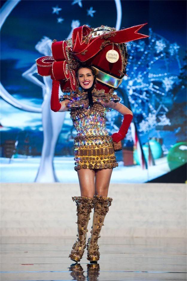 Miss Universe 2012 - người đẹp Venezuela: Bộ trang phục lấy cảm hứng từ sô-cô-la.