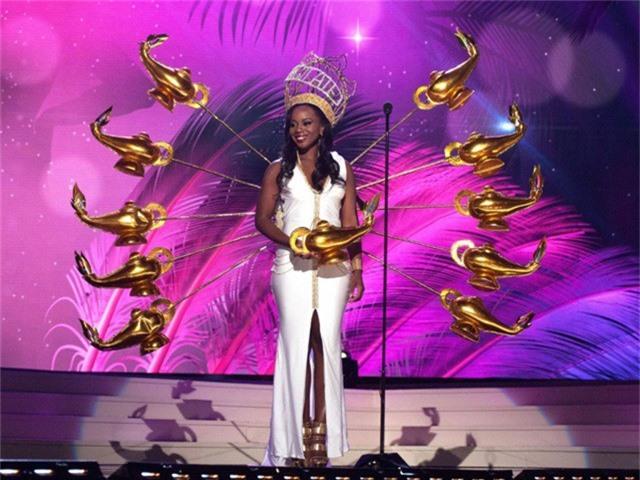 Miss Universe 2014 - người đẹp Quần đảo Virgin: Bộ phục trang gợi nhắc đến... thần đèn trong truyện cổ tích về chàng Aladdin.