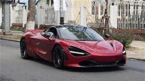 McLaren 720S màu đỏ