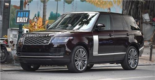 Range Rover HSE 2018 màu độc giá hơn 8 tỷ của nữ đại gia Hà Nội. Chiếc Range Rover HSE 2018 sở hữu màu sơn lạ mắt, mâm xe là loại 22 inch giống với Velar First Edition tại Việt Nam. Xe được đưa về theo dạng tư nhân với giá bán hơn 8 tỷ. (CHI TIẾT)