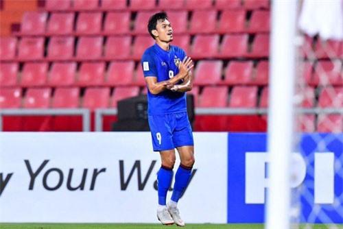 Tiền đạo: Adisak Kraisorn (Thái Lan).