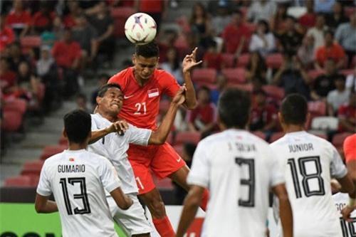 Hậu vệ trái: Safuwan Baharudin (Singapore, số 21).