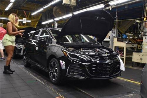 GM đóng cửa hàng loạt nhà máy. Ngoài 5 nhà máy ở Mỹ và Canada, GM cho biết sẽ đóng cửa hai nhà máy khác ở ngoài Bắc Mỹ, bên cạnh kế hoạch đóng cửa nhà máy ở Gunsan, Hàn Quốc đã được công bố cách đây không lâu. (CHI TIẾT)