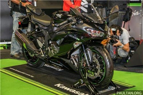 Cận cảnh Kawasaki Ninja ZX-6R 2019, giá ngang Kia Morning. Mẫu xe thể thao Kawasaki Ninja ZX-6R 2019 có nhiều tinh chỉnh để trở thành một trong những chiếc xe 600 phân khối đáng mua nhất.(CHI TIẾT)