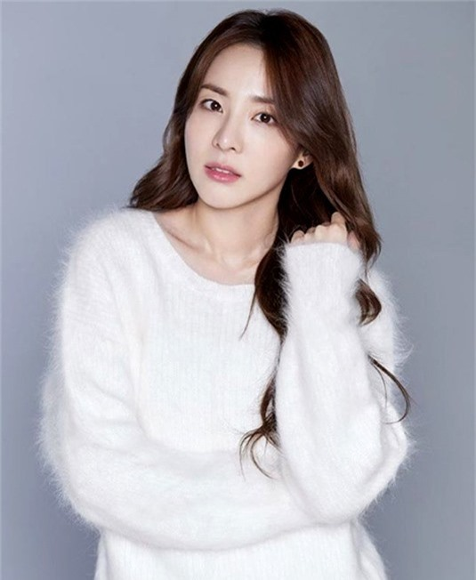 Sandara Park, thành viên 2NE1 đứng thứ 5 trong danh sách, với khối tài sản ước tính 16 triệu USD. Mỹ nhân Hàn hiện là gương mặt quảng cáo của nhiều thương hiệu lớn tại Hàn Quốc.