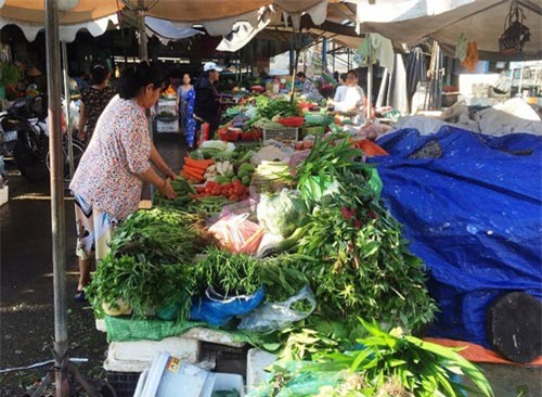 Rau ngoài chợ tăng giá