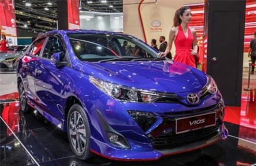 """Toyota ra mắt Vios mới tại Malaysia, giá rẻ hơn Việt Nam hơn 100 triệu. Tại thị trường Malaysia, Toyota Vios mới có giá bán thấp hơn từ 102-121 triệu đồng so với thị trường Việt Nam, trong khi xe không có quá nhiều sự khác biệt về thiết kế, động cơ, thậm chí bản Vios tại đây còn """"nhỉnh"""" hơn về trang bị an toàn. (CHI TIẾT)"""