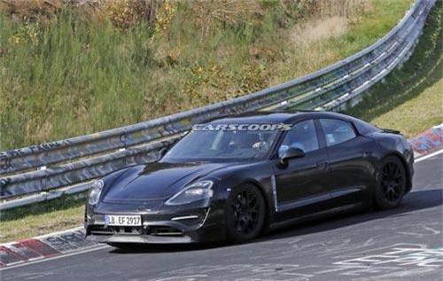 Porsche tiết lộ khả năng sạc điện siêu tốc của tân binh Taycan. Mẫu Porsche Taycan hiện vẫn chưa có mặt trên thị trường, nhưng hứa hẹn sẽ là một mẫu xe thú vị, khi sở hữu nhiều công nghệ mới trước đây chưa từng thấy trên xe chạy hoàn toàn bằng điện. (CHI TIẾT)