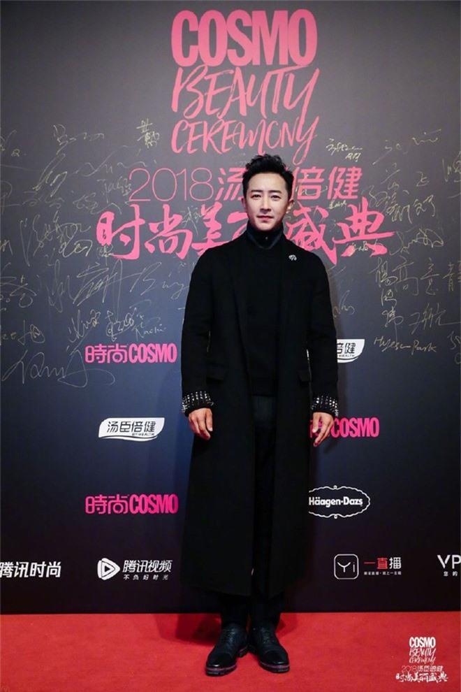 Thảm đỏ nóng nhất Cbiz: Jaejoong gây sốt vì xuất hiện bất ngờ, Thư ký Kim sắc vóc nóng bỏng bên Dương Mịch già chát - Ảnh 17.