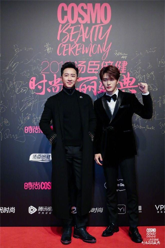 Thảm đỏ nóng nhất Cbiz: Jaejoong gây sốt vì xuất hiện bất ngờ, Thư ký Kim sắc vóc nóng bỏng bên Dương Mịch già chát - Ảnh 18.