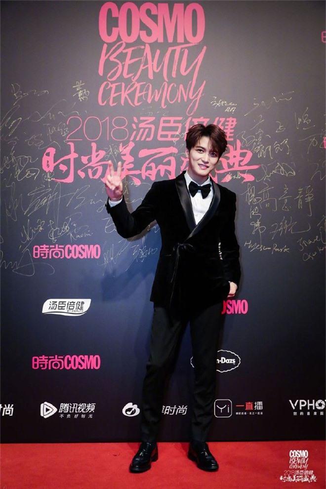 Thảm đỏ nóng nhất Cbiz: Jaejoong gây sốt vì xuất hiện bất ngờ, Thư ký Kim sắc vóc nóng bỏng bên Dương Mịch già chát - Ảnh 19.
