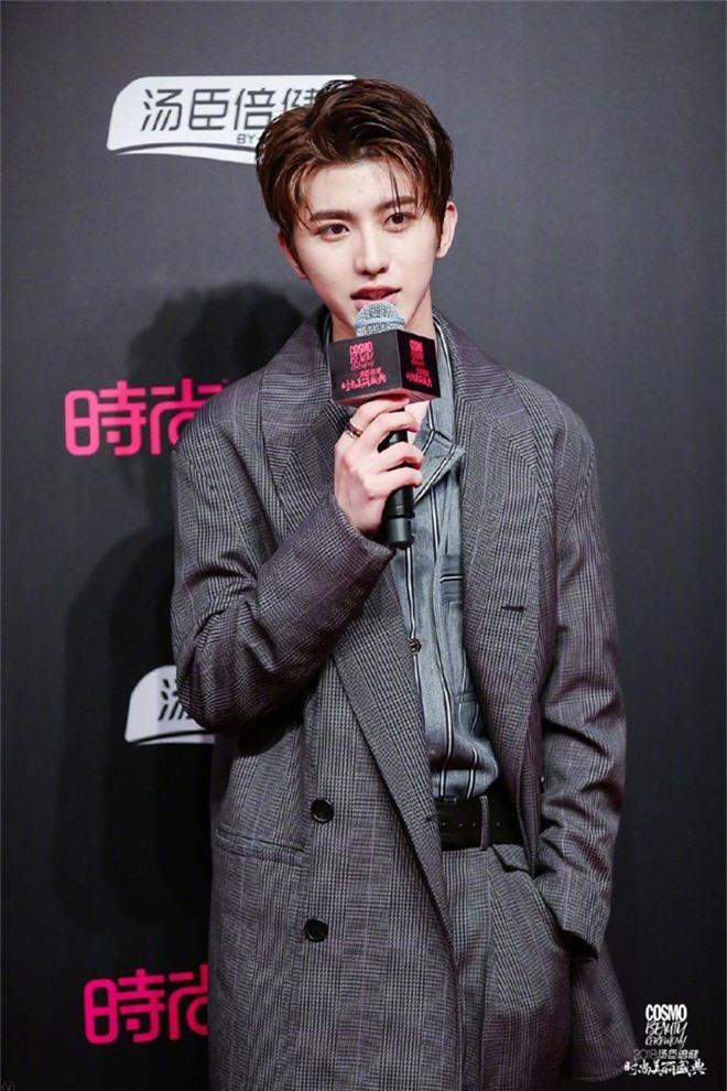 Thảm đỏ nóng nhất Cbiz: Jaejoong gây sốt vì xuất hiện bất ngờ, Thư ký Kim sắc vóc nóng bỏng bên Dương Mịch già chát - Ảnh 31.