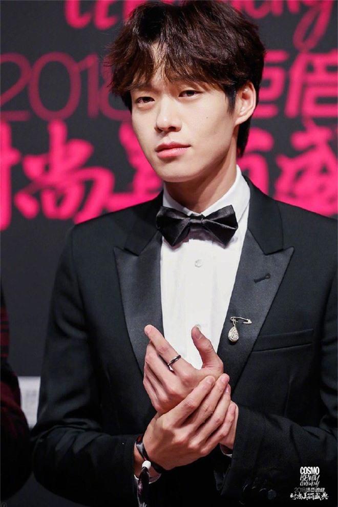 Thảm đỏ nóng nhất Cbiz: Jaejoong gây sốt vì xuất hiện bất ngờ, Thư ký Kim sắc vóc nóng bỏng bên Dương Mịch già chát - Ảnh 41.