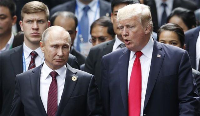 Tổng thống Donald Trump và Tổng thống Vladimir Putin (trái) (Ảnh: AP)