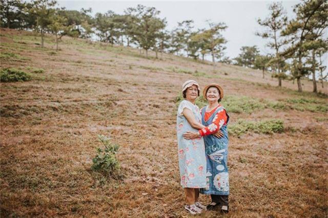 Ngoài đời, hai bà cũng rất thân thiết, dù không ở gần nhau và cũng không thường xuyên gặp nhưng có chuyện gì cũng tâm sự, chia sẻ với nhau.