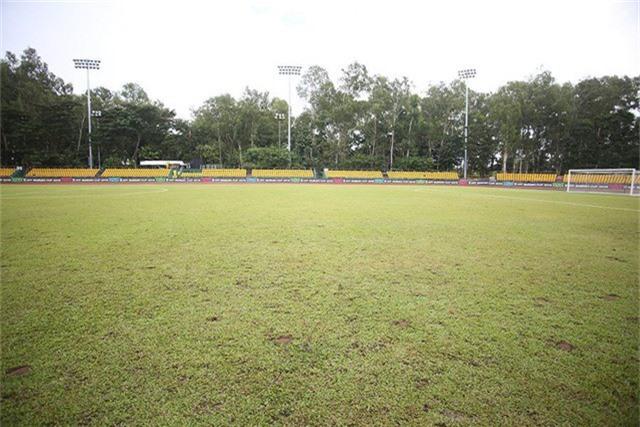 Sân Panaad xuống cấp từ khá lâu
