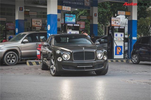 Chạm mặt Bentley Mulsanne bản hiếm, màu độc của đại gia Hà thành - Ảnh 1.