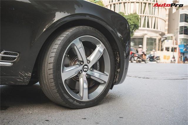 Chạm mặt Bentley Mulsanne bản hiếm, màu độc của đại gia Hà thành - Ảnh 7.
