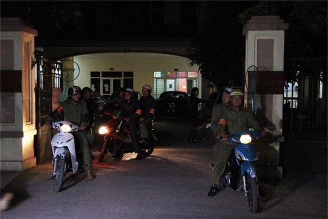 5h30 sáng 29/11, tại UBND phường Khương Đình (quận Thanh Xuân, Hà Nội), tổ phản ứng nhanh bắt chó thả rông bắt đầu xuất phát.