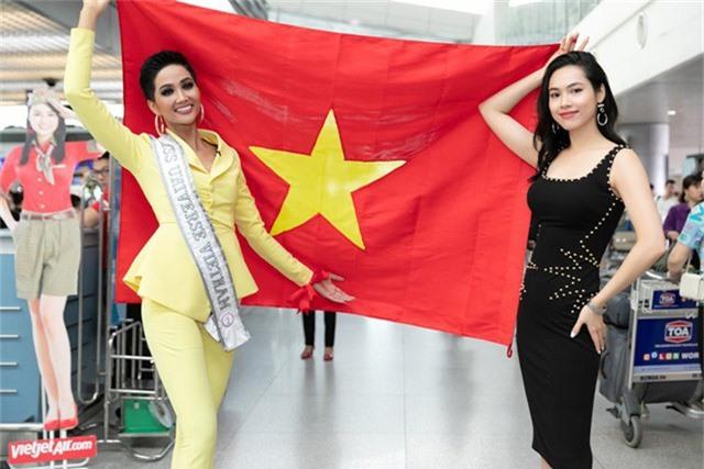 Cuộc thi Miss Universe 2018 diễn ra từ ngày 02-17/12 tại Bangkok, Thái Lan. Hơn 90 cô gái xinh đẹp đến từ khắp nơi trên thế giới sẽ tranh tài để tìm ra người chiến thắng. Đêm chung kết được tổ chức sáng 17/12. Đương kim hoa hậu Demi-Leigh Nel-Peters của Nam Phi sẽ trao lại vương miện cho người kế nhiệm.