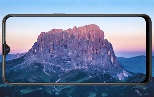 U1 sử dụng tấm nền màn hình IPS kích thước 6,3 inch, độ phân giải Full HD Plus (2.340x1.080 pixel), mật độ điểm ảnh 409 ppi. Màn hình này được chia theo tỷ lệ 19,5:9, thiết kế dạng giọt nước, bảo vệ bởi kính cường lực Corning Gorilla Glass 3, chiếm 90,8% diện tích mặt trước.