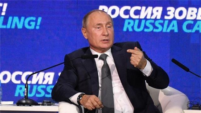 Tổng thống Putin phát biểu tại diễn đàn kinh doanh ở Moscow ngày 28/11. (Ảnh: RT)