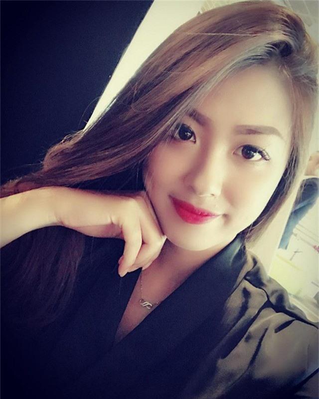 Cô nàng cũng có mặt tại sân vận động Hàng Đẫy, cổ vũ cho tuyển Việt Nam trong trận đấu ngày 24/11 vừa qua.