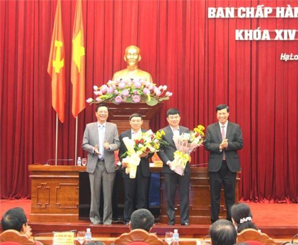 Bí thư và Chủ tịch UBND tỉnh chúc mừng 2 tân Phó bí thư (ảnh QTV)