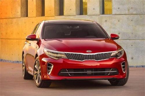 2. Kia Optima Hybrid 2019 (tổng quãng đường di chuyển mỗi lần tiếp nhiên liệu: 1.148 km).
