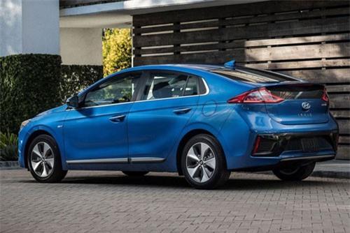 3. Hyundai Ioniq Blue 2019 (tổng quãng đường di chuyển mỗi lần tiếp nhiên liệu: 1.130 km).