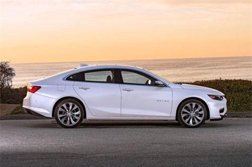 5. Chevrolet Malibu Hybrid 2019 (tổng quãng đường di chuyển mỗi lần tiếp nhiên liệu: 1.025 km).