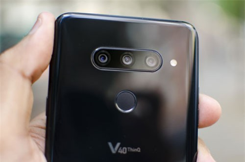 LG V40 ThinQ (3 camera sau).