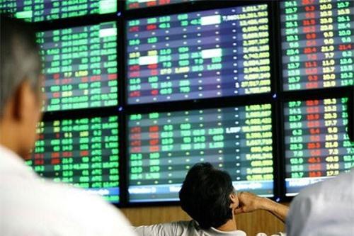 Còn nhiều rủi ro trong cổ phiếu bất động sản.