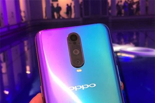 Oppo R17 Pro (3 camera sau).