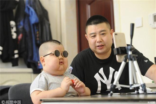 Xiaoshi trở thành ngôi sao Internet với trung bình hơn 1 triệu người xem livestream.