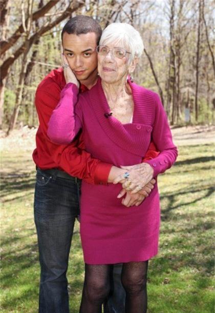 Cụ Marjorie McCool, 91 tuổi và người tình kém mình 60 tuổi. Ảnh: The Sun.
