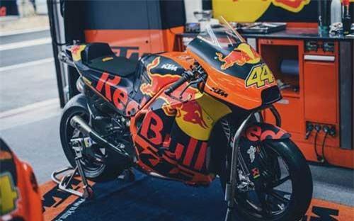KTM rao bán xe đua MotoGP trên Facebook, giá tương đương siêu xe. Đội đua MotoGP Red Bull KTM Factory Team vừa rao bán cặp xe đua của tay đua Pol Espargaro để dọn chỗ cho mùa giải mới với mức giá tương đương một chiếc siêu xe - 250.000 euro. (CHI TIẾT)