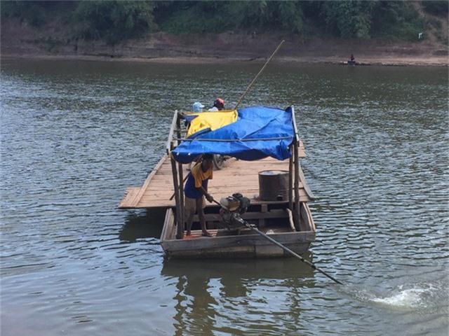 Lái đò nhiều năm, ông Tó thuộc hết mọi luồng lạch sông Sê Pôn.