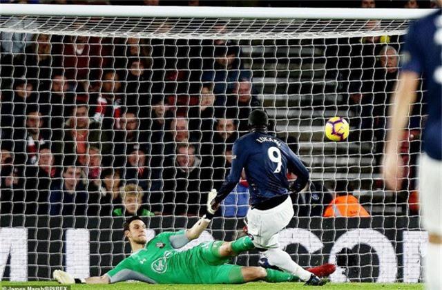 Lukaku gỡ lại cho Man Utd một bàn ở phút 33