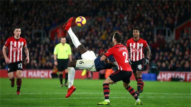 Pha tung móc bất thành của Pogba, tiền vệ người Pháp thi đấu quá tệ ở trận đấu tại St Marrys. Không đội bóng nào ghi thêm bàn thắng vào trận đấu dừng lại ở kết quả hòa 2-2