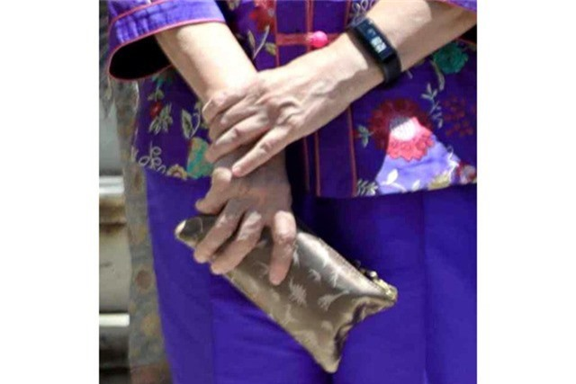 Chiếc ví chưa đầy 50 USD của bà Hà Tinh. (Ảnh: AFP)
