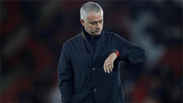 Mourinhho đang bế tắc trong việc giúp cho Man Utd tiến bộ