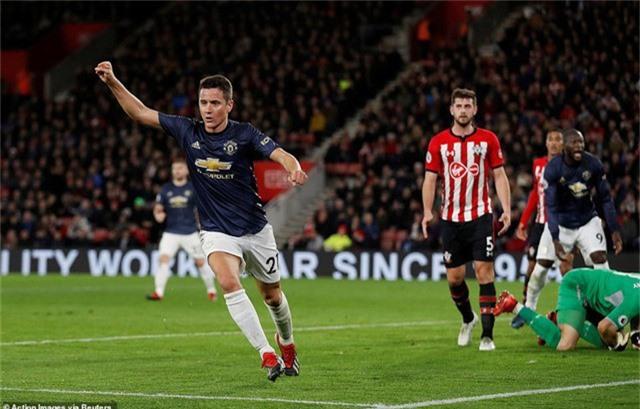 Herrera ghi bàn thắng gỡ hòa cho Man Utd