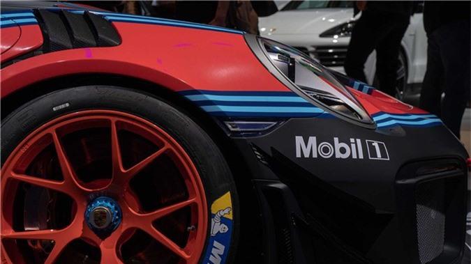 porsche-911-gt2-rs-clubsport-xe-dua-4.jpg