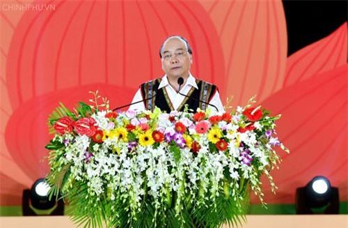Thủ tướng phát biểu tại lễ khai mạc Festival văn hóa cồng chiêng Tây Nguyên 2018 . Ảnh: VGP/Quang Hiếu