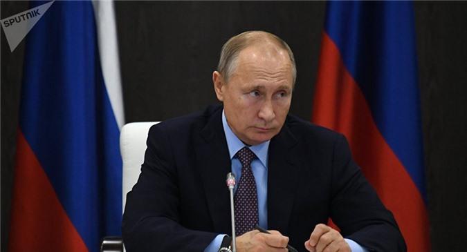 """Tổng thống Nga Putin """"bóc mẽ'' việc Tổng thống Ukraine áp đặt thiết quân luật."""