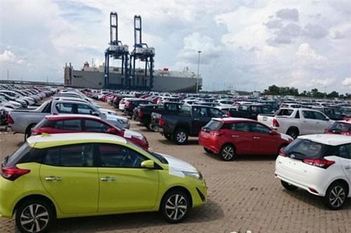 Việt Nam là thị trường xuất khẩu ô tô của nhiều nước.