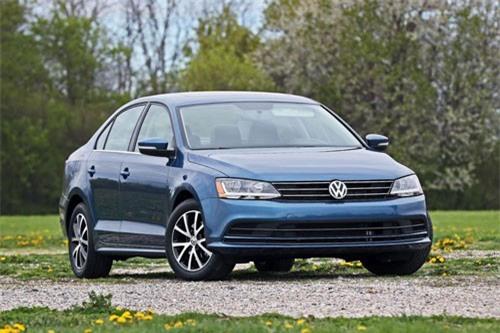 6. Volkswagen Jetta (doanh số: 29.288 chiếc).