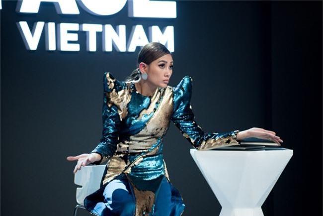Đầu tư như Võ Hoàng Yến ở The Face, cứ vào vòng loại là thay áo dài sang chảnh để chặt đẹp cả thế giới - Ảnh 7.