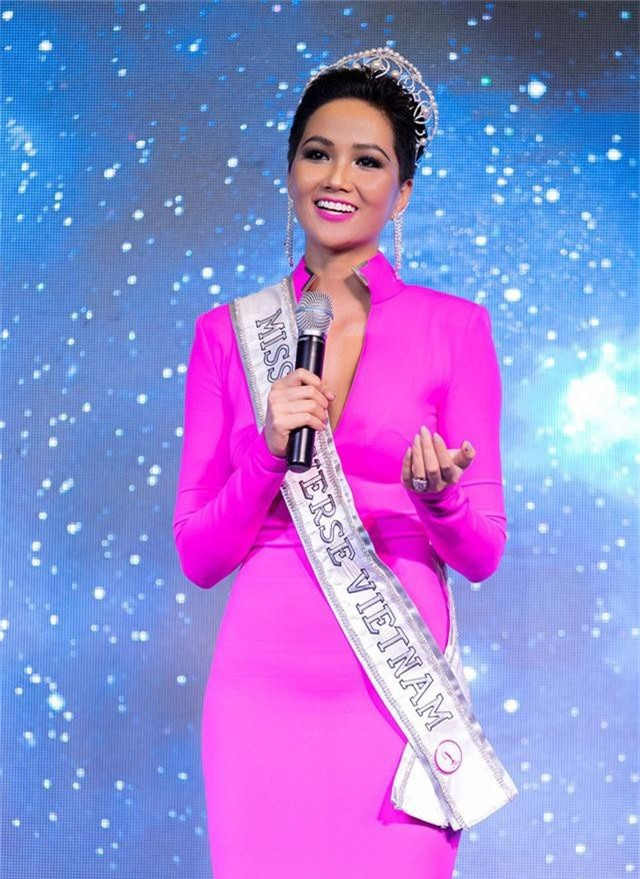 """Tổng kết lại hành trình của series """"H'Hen Niê – Road To Miss Universe"""", cô gửi lời cảm ơn tất cả mọi người vì đã đồng hành, dõi theo cô trong chặng đường vừa qua, cùng thông điệp yêu thương """"đừng khen, đừng chê Hen với bất kỳ thí sinh nào trong cuộc thi Miss Universe, hãy ủng hộ và nói lời tích cực"""". Cô cũng nhấn mạnh slogan: """"Tôi yêu Việt Nam, tôi yêu đất nước tôi""""."""